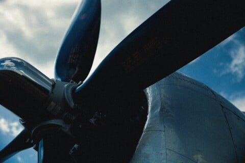 black and blue airplane propeller